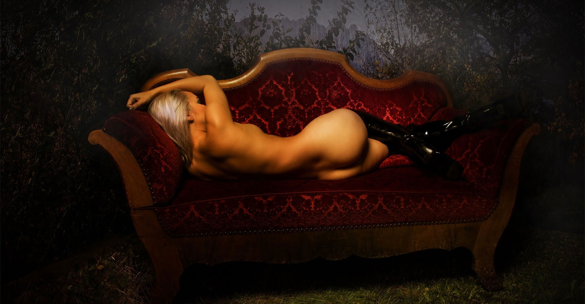 Roland Rick Photography, fine art photography, red couch